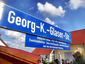 800px-Guntersblum-_Georg-K.-Glaser-Straße-_Straßenschild_12.9.2009