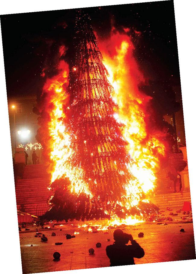 [Bild: athens-christmas-tree.jpg]