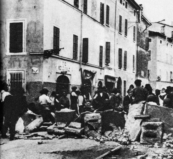 13_Arditi_del_Popolo_1922_-_Barricate_di_Parma_lerezione_in_via_Bixio_bw